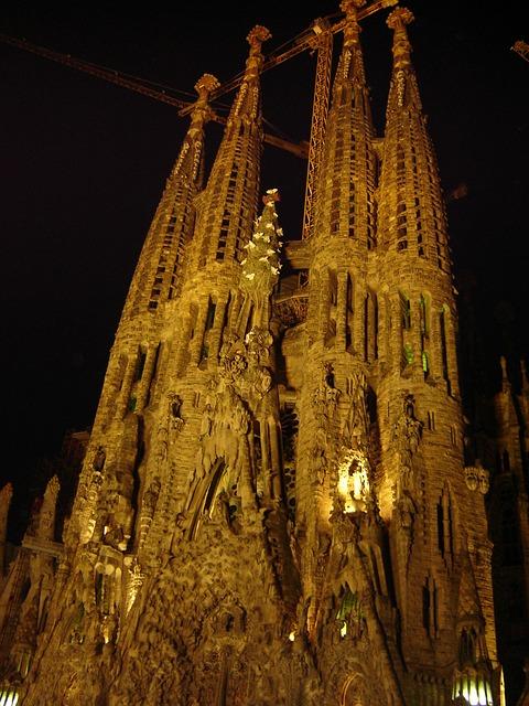 Free sagrada familia church night spain barcelona