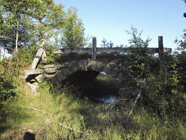 Free bridge ruin sweden