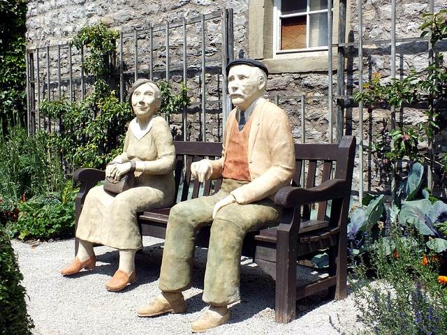 Free rest sculpture man and woman pair bank summer