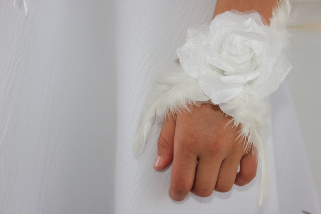 Free hands child fingers white roses
