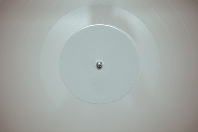 Free disc round concentric center circle ceiling white