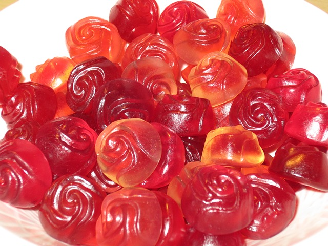 Free roses candy nibble red