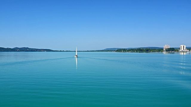 Free lake balaton north at 5 mph sailing boat