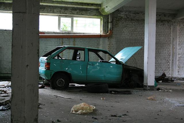 Free auto defect car wreck
