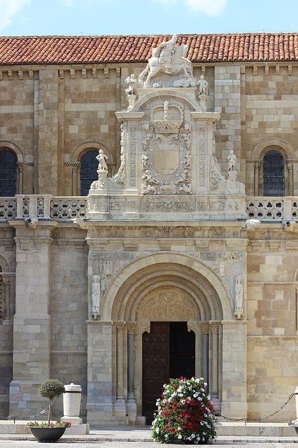 Free leon san isidoro monument door architecture
