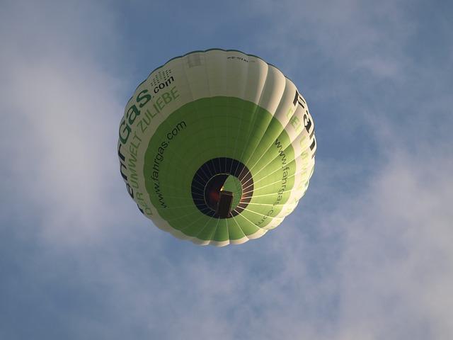 Free hot air balloon sky balloon air heat hot drive