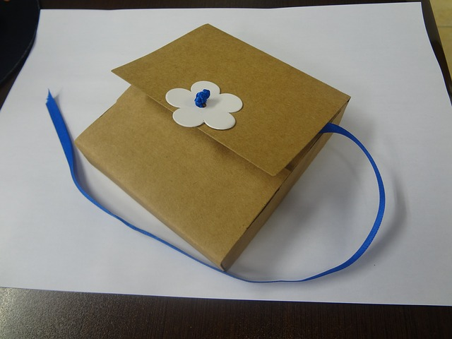 Free box cardboard white flower