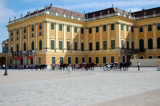 Free vienna schönbrunn castle castle courtyard sunny
