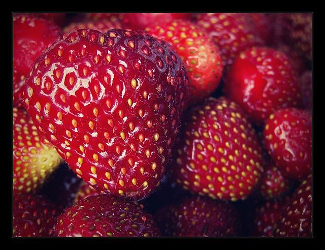 Free strawberry garden red product macro strawberries