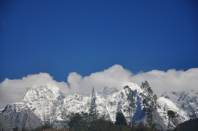 Free snow mountain in yunnan province cloud landscape