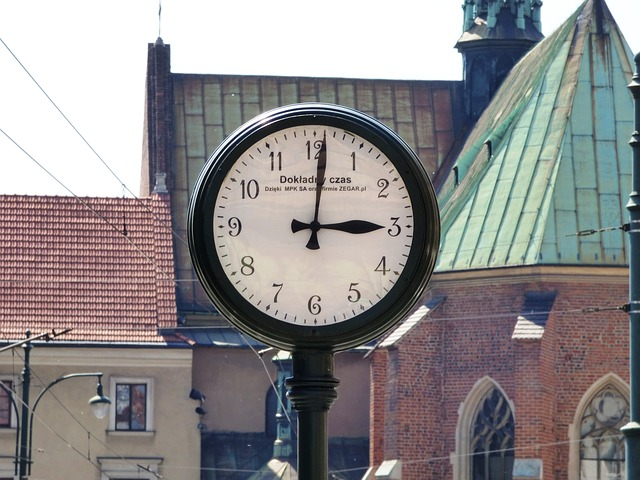Free clock the town clock time minute second watch