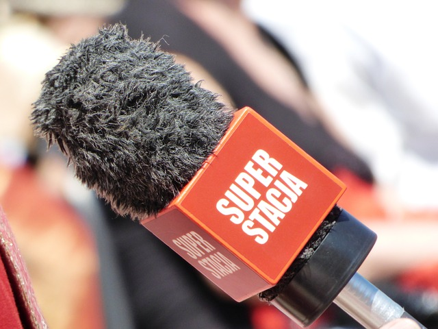 Free microphone reporter interview media