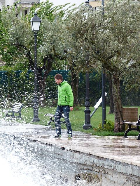 Free man person wet spray inject water garda