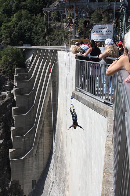 Free bungee jumping dam verzasca ticino switzerland