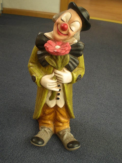 Free fig statue sculpture clown cheerful colorful