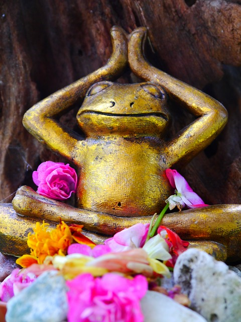 Free frog yoga flowers sculpture decorative