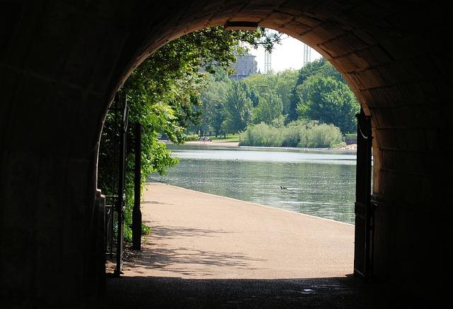 Free tunnel opening walkway summer