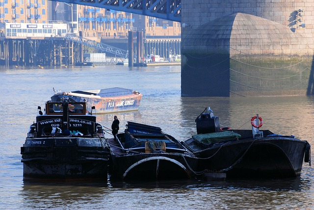 Free barges river refuse service thames london