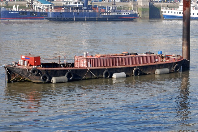 Free barge storage container river
