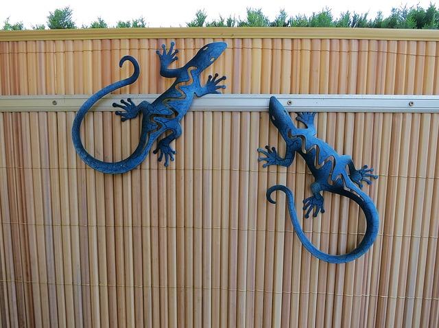 Free garden decoration garden fence lizards garden