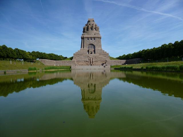 Free völkerschlachtdenkmal leipzig building mirroring