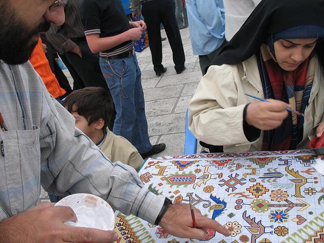Free painting girl carpet artist street photography