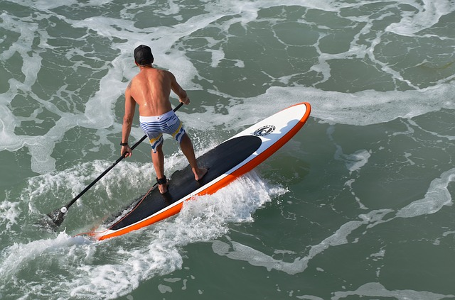 Free surfing paddle board ocean man