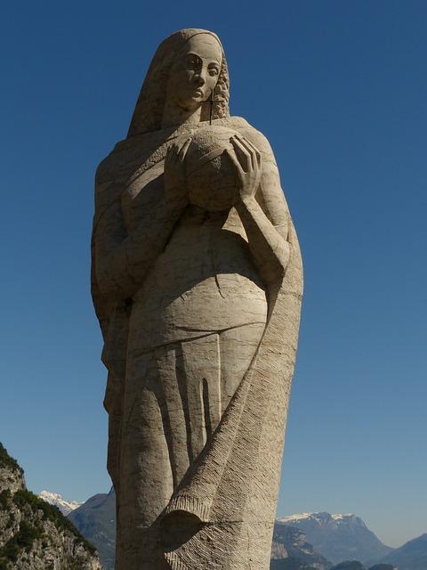 Free madonna fig stone figure madonna of pregasina