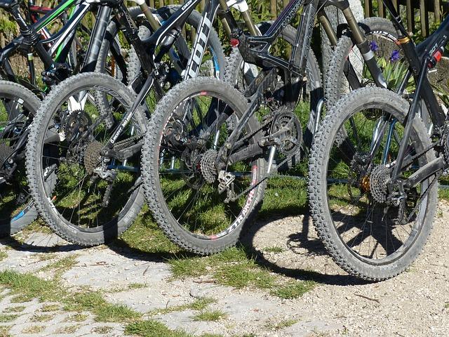 Free mountain bikes wheels mature tire studs