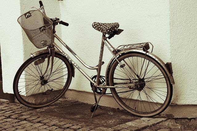 Free bike women's bicycle old black and white wheel