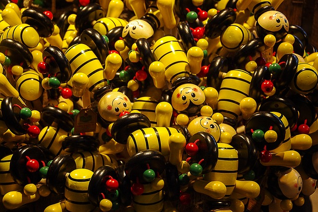 Free wooden figures bees funny toys colorful