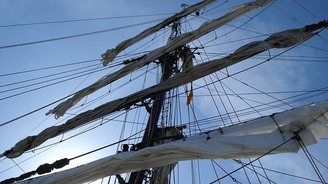 Free sailing vessel rigging sail masts