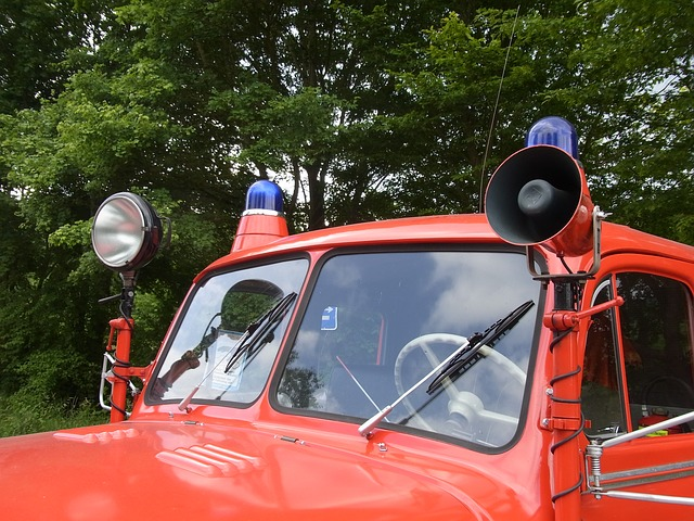 Free auto oldtimer fire red horn signal blue light