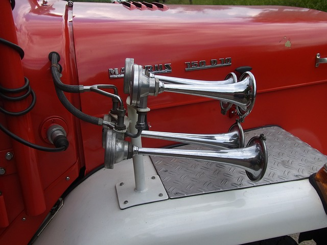 Free auto oldtimer fire red horn signal fire truck