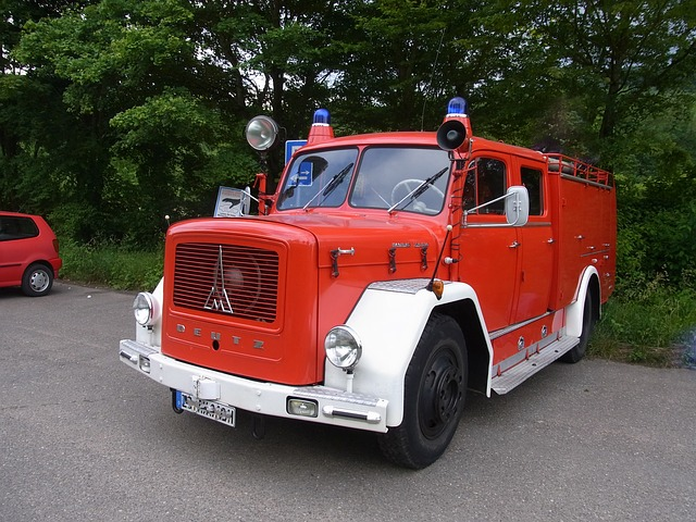 Free auto oldtimer fire red fire truck
