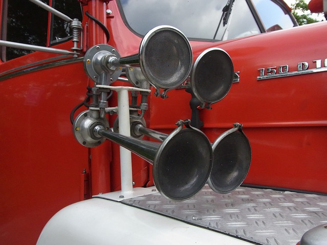 Free auto oldtimer fire signal horn red fire truck