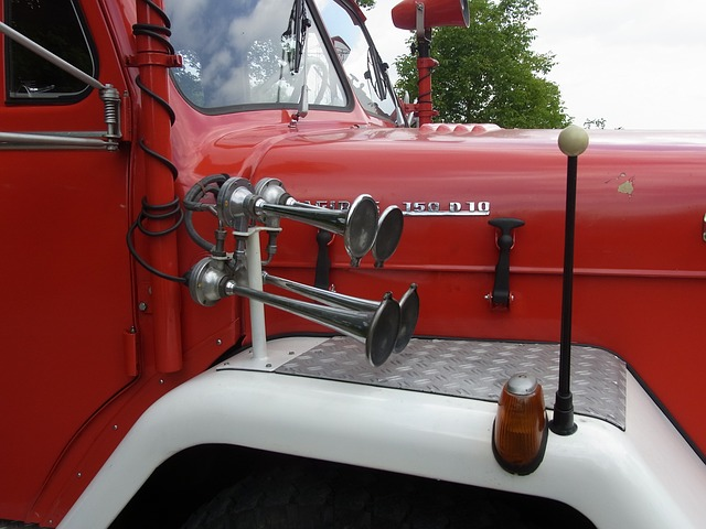 Free Photos: Auto oldtimer fire signal horn red fire truck | 7854