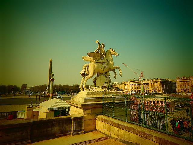 Free paris statue france