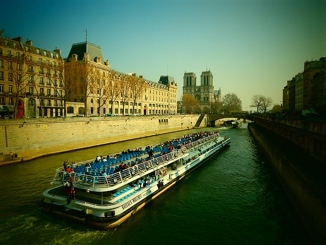 Free its paris river ship tourists france notre dame