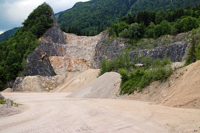Free quarry quarrying stones crash overburden removal