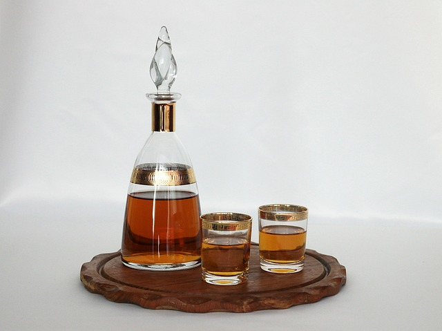Free service bottle alcohol glasses plateau wood