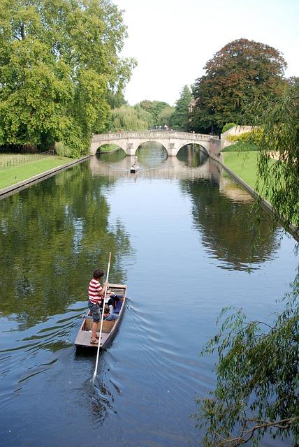 Free punt cambridge river boat punting water bridge