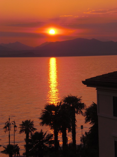 Free italy garda travel sunset at dusk ray of light