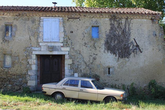 Free abandoned mercedes merecedes ruin deserted house