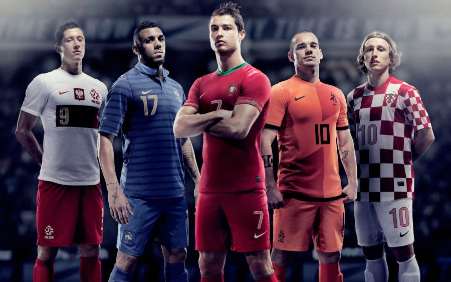 Free Wallpapers: Euro Football Athletes | Sports