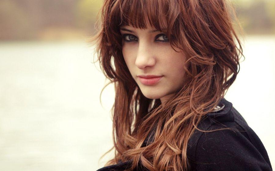 Free Wallpapers: Wavy Hair Brunette Girl | Girls