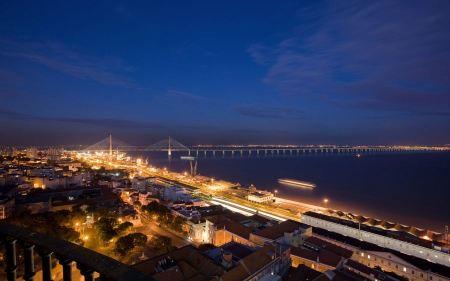 Free Nocturna New Lisbon Bridge
