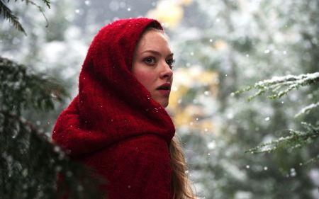 Free Amanda Seyfried in Red Riding Hood Still