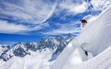 Free Skiing Down an Snowy Mountain
