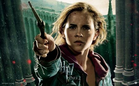 Free Emma Watson in Harry Potter and The Deathly Hallows Part 2 Wallpaper